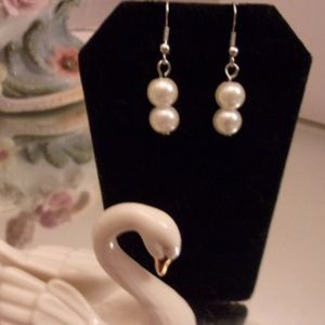 Nwot Double Pearl dangle earrings. M30-8